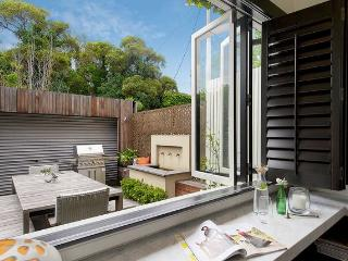 Edinburgh House - A LUXICO HOLIDAY HOME - North Fitzroy vacation rentals