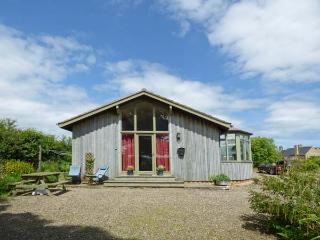 ORCHARD LODGE, ground floor, en-suite, panoramic sea views, beautiful lodge near Warkworth, Ref. 28075 - Warkworth vacation rentals