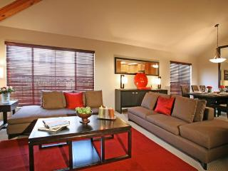 BEAUTIFUL 2 BEDROOM TOWNHOUSE - Los Angeles vacation rentals