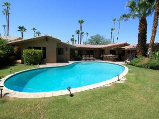 'Hacienda' Private Pool, spanish detail, 2 masters - La Quinta vacation rentals