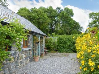 LARKSIDE COTTAGE, cosy cottage in country location, patio and shared gardens, close to Kilkenny city Ref 915392 - Whitby vacation rentals