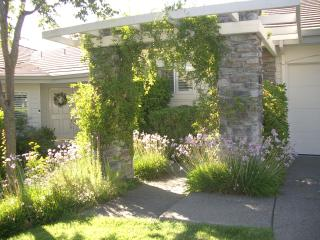 Luxurious Napa Cottage with Resort Amenities - Napa vacation rentals