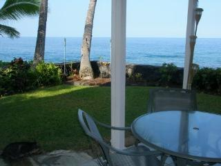 A MUST SEE !! DIRECT OCEANFRONT TOWNHOUSE! - Kona Coast vacation rentals