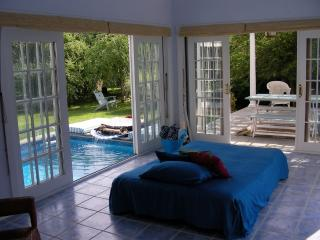 >>> ROMANTIC Beach Getaway! Seclusion, Waterfalls - Shelter Island vacation rentals