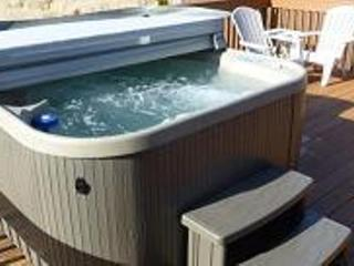 Pacific City Cottage with River View - Hot Tub - Pacific City vacation rentals
