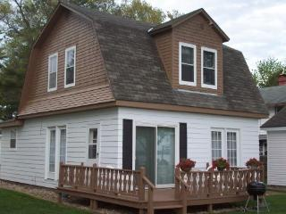 Shawano Lake Resort - Furnished Lakefront Cottages - Wisconsin vacation rentals