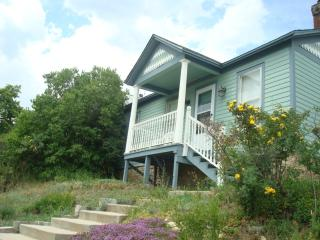 VICTORIAN COTTAGE: HOT SPRINGS AND COOL SKIING - Central City vacation rentals