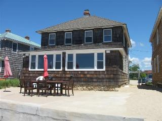 OLD LYME CT CLASSIC BEACH COTTAGE DIREC WATERFRONT - Old Lyme vacation rentals