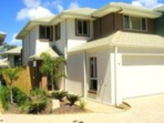 3 bedroom townhouse great for families enjoying quality time together.  Clean comfortable secured. - Lorraine & Robert Murray