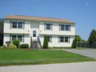 6 Bed w 2 Living Rm in Narragansett - Image