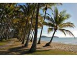 On Palm Cove Beachfront Apartments - Image
