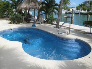 Private pool, canal, tiki hut, 75' boat dockage, next to Shelter Bay- zip out to sea! - Leslie Christensen Property Manager