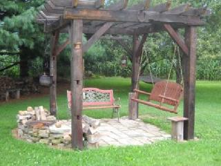 Pergola for campfires and star gazing - Janell and Paul Davenport