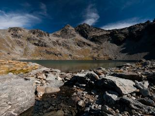 Hiking is amazing in Queenstown (NZ). Lake Alta shown; tonnes of hikes from beginner to advanced. - Goodstays Queenstown