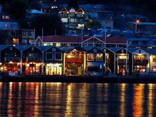 Nightlife in Queenstown (NZ) offers five star eateries, clubs and pubs, festivals + events. - Goodstays Queenstown
