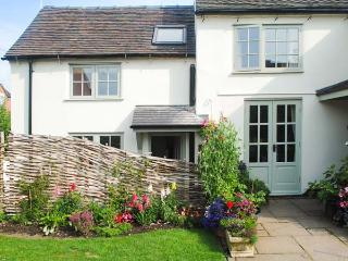 ALLANSTONE COTTAGE, romantic retreat, en-suite, WiFi, close to many attractions, near Hulland Ward, Ref 913313 - Hulland Ward vacation rentals