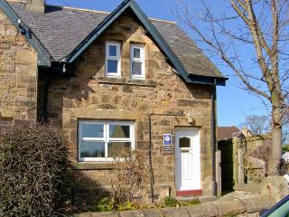 JASMINE COTTAGE, pet-friendly traditional cottage, close coastline in Lesbury, Ref 916003 - Alnmouth vacation rentals