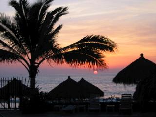 Every day has a beautiful sunset in N. Vallarta - Edwina Divins