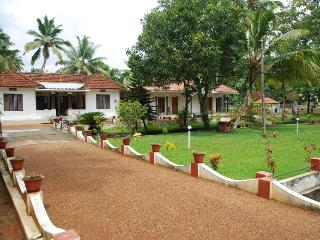 Coconut creek kerala bed and breakfast in kumarakom - ullas babu
