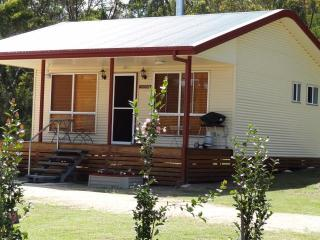 Well appointed cottage with all modern conveniences. - Maric Park Cottages
