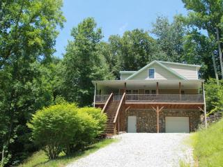 RIVER HOUSE, HIKING, FISHING, PRIVATE, CLOSE TO TOWN. NEW IN 2014. POOL TABLE!!! TAKE A LOOK :) - Burnsville vacation rentals