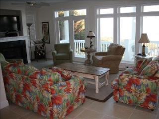 Surround Sound First Floor Oceanfront Living Room with Deck - Roger and Karen Winston