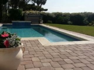 Fabulous Heated Pool and 7 Person Hot Tub - Roger and Karen Winston