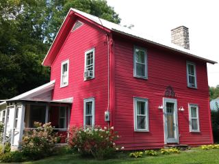 Cooperstown Cottage in the Fall...1 mile from Main street - Cooperstown vacation rentals