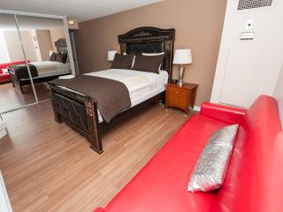 Master Bedroom - Canada Suites - Gorgeous Furnished Condo Apartments in the heart of downtown Toronto - Daily, Weekly and Monthly rates !
