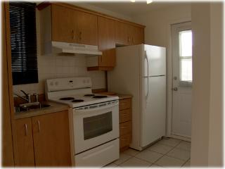 690 kitchen access to back yard accept  pets - Gilles