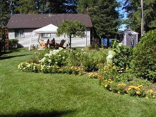 Gardenview Lakefront  Ontario Cottage 4 Bedroom  Amazing lakeviews also - Danette & Steve Owners and Operators