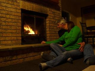 Honeymoon Getaway with Wood Fireplace, Hot Tubs and Massage Therapy - Danette & Steve Owners and Operators