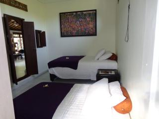 Jepun suite with 1 double + 1 single bed - Angel Villa Bali