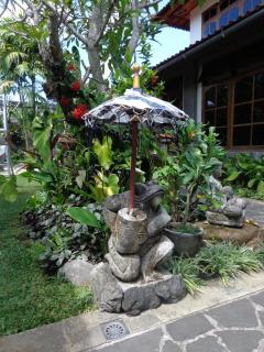 Stone garden statues & lights throughout - Angel Villa Bali