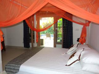 Poolside/Temple view suite king bed - Angel Villa Bali