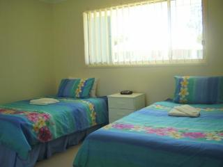 Second bedroom light and airy with 2 lge king singles mirror wardrobe.Ceiling fans. - Lorraine & Robert Murray