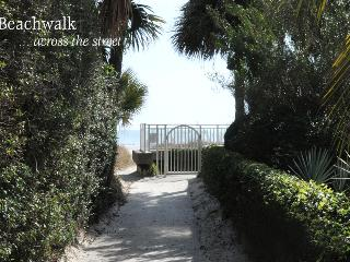 Beach walk for guests - Kelsey Cottages
