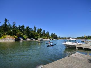 Executive 5 Bedroom Waterfront Home Close to Downtown Victoria - Victoria vacation rentals
