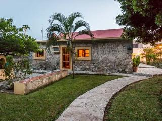 Casita Maya - Centrally Located, Vaulted Ceilings, Stone Constuction - Cozumel vacation rentals