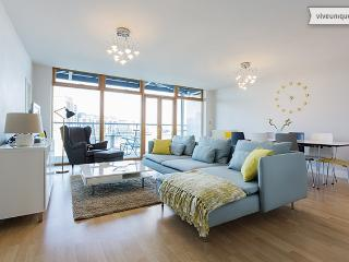 2 beds overlooking the dock, near ExCeL and The O2 - London vacation rentals