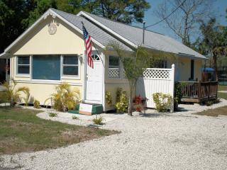 Cutest little bungalow west of the trail. - Nokomis vacation rentals