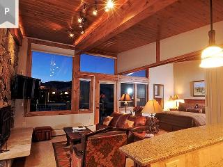 A beautiful vacation studio condo with all the tradition of Manor Vail. Book now through Sept 21 and save up to 33%. - Vail vacation rentals