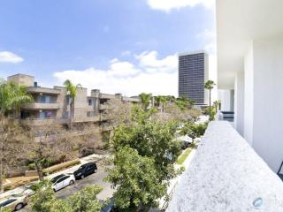 Hollywood DeLux Apartment VI.wifi,parking,laundry - Los Angeles vacation rentals