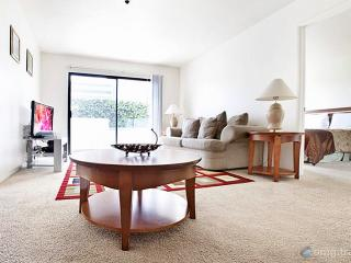 Beverly Hills Penthouse 8, parking, wifi, pool,gym - Los Angeles vacation rentals