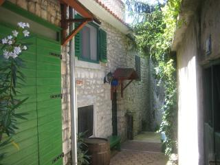 Town house in the historical town-centre of Murter with balcony - Murter vacation rentals