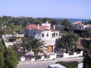 Seaside in L'Ampolla, traditional villa with beautiful garden and pool - L'Ampolla vacation rentals