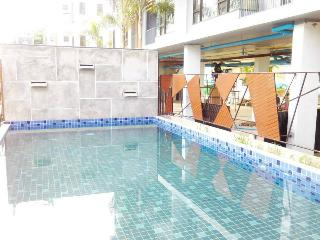 New Condo city Chiang Mai w/pool - Chang Khlan vacation rentals