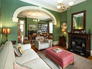 A touch of Grand - Kensington vacation rentals