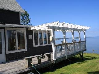 Oceanfront Gray Cottage - Spruce Head, Maine - Mid-Coast and Islands vacation rentals