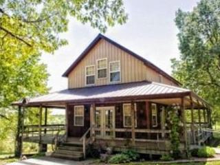 Charmingly Country, Quiet, with Pool - Macks Creek vacation rentals